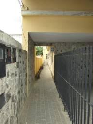 Aluguel- Casa de fundos sem garagem no Turf Clube