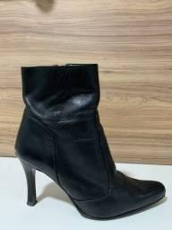Bota de couro, pouco usada, sonho dos pés, TAM. 34