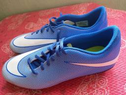 Chuteira Campo Nike Bravata 2 FG - Azul+Branco<br><br>