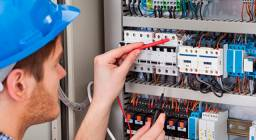 Eletricista Profissional Eletrotécnico Roberto