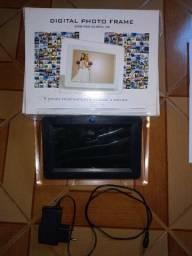 Porta Retrato Digital 7 Polegadas Totalmente Novo sem uso. Mp3 Mp4 Preto