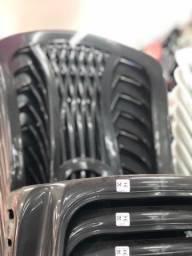 Título do anúncio: Chegou Cadeira nova de plástica no atacado cor preta pra lanchonete