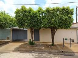 Casa com 3 quartos, Conjunto Habitacional Margarida Raymundo Berchieri, Jaboticabal