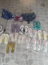Sombrinhas e sandalias