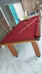 Mesa de sinuca em madeira