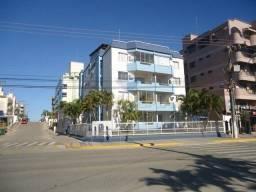 Apartamento na Avenida no 4º piso com escada, 50 m do mar em Bombas - Cod 165