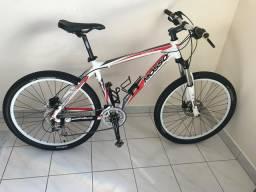 Bicicleta aro 26 c/ freio hidráulico