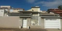 Linda casa em bairro de Alto Padrão (Alta Ville- Pouso Alegre)