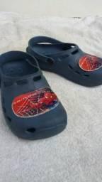 Sandália e bota por R$45,00 os dois