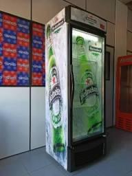 Cervejeira Heineken com adesivo transparente