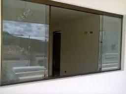 Janela de vidro de corre