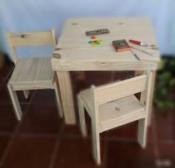Título do anúncio: Mesa e cadeiras em madeira infantil