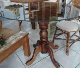 Mesa torneada com vidro