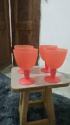 Vendo 4 copo Tupperware cor vermelha