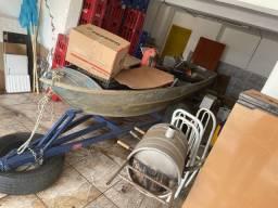 Canoa com carretinha e motor