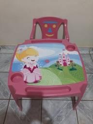 Cadeira infantil com mesa