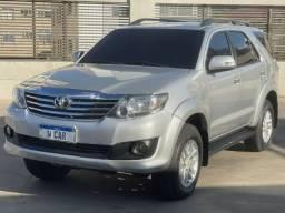 Toyota Hilux SW4 SR Automatica