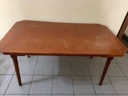 Título do anúncio: Mesa de madeira maciça sem cadeiras de 1,60