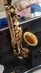 Saxophone Milano novo usado 3 vezes