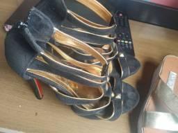 Duas lindas sandálias