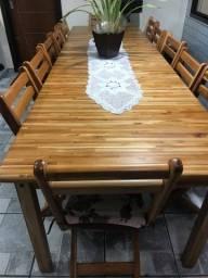 Mesa retrátil com 12 cadeiras dobráveis e carrinho marca Móveis Machado