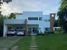 Casa em Condomínio Fechado na Santa Amélia - 300m²