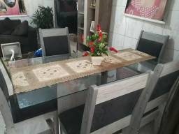 Mesa com base de Vidro