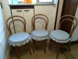 Lindo trio cadeiras de madeira com palhinha