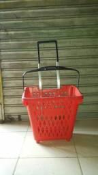 Cestinha para supermercado com rodinhas
