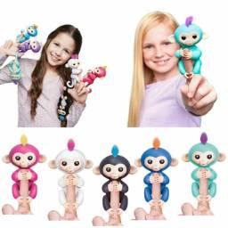 Brinquedo eletrônico interativo do movimento do dedo do macaco feliz. Melhor presente