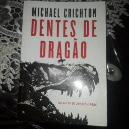 """Vendo livro """"Dentes de Dragão"""""""