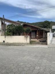 Terreno com Casa com 3 dormitórios  no centro de Porto Belo SC