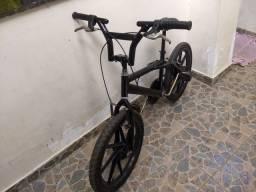 BMX PRO X com rodas de liga leve.