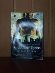 Título do anúncio: Livro cidade dos ossos