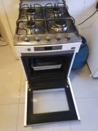 Fogão Brastemp 4 bocas Inox com tampa de vidro e forno.
