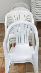 Cadeiras plásticas tipo poltrona