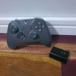 Controle Xbox One cinza e azul + bateria recarregável