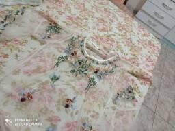 Blusa transparente com lindos detalhes