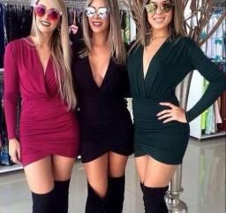 Vestido saia franzida e decote v
