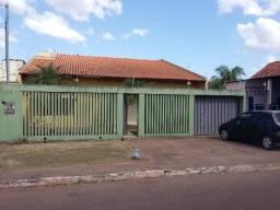 Vendo ou Alugo - Casa no Jardim Tropical na avenida Plínio Aguiar