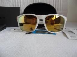 Óculos Oakley Holbrook Polido Shaun White 24K Gold Branco Polarizado - Importado