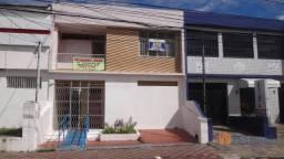 Casa residencia ou comercial, na Av. Gonçalo Prado Rolemberg