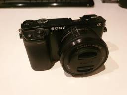 Câmera Sony Alpha A6000 C/ Lente 16-50mm Oss + Bag Easy