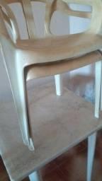 Mesa de com duas cadeiras