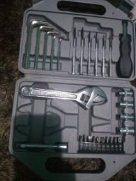 Caixa de ferramentas seminova