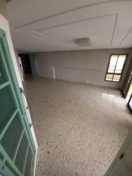 Apartamento com quatro suítes sendo uma master com cm closet na Ponta Negra, Manaus