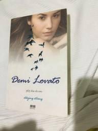Título do anúncio: Livro demi lovato staying strong 365 dias