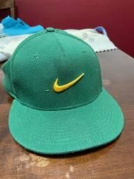 Título do anúncio: Boné Nike aba reta comprado nos EUA