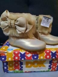 Botinhas da marca Dedinho do pé