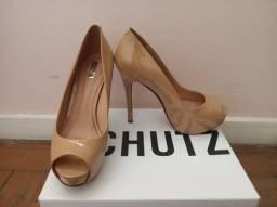 Sapato peep toe Schutz